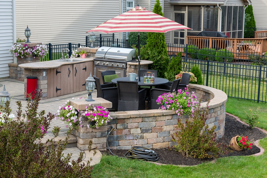 Different types of outdoor kitchen layouts